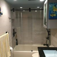 4 Reasons Glass Bathtub Enclosures Are Better Than Shower Curtains